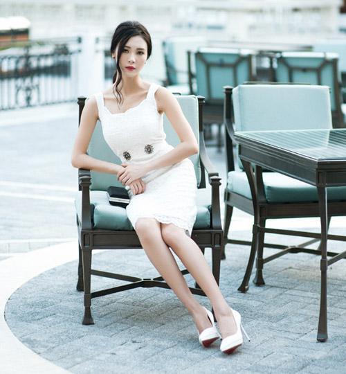 """""""Người yêu"""" Sơn Tùng MTP khoe vai trần quyến rũ - 8"""