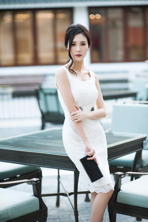 """""""Người yêu"""" Sơn Tùng MTP khoe vai trần quyến rũ - 9"""
