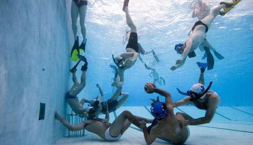 Rugby dưới nước: Đối kháng thú vị như đàn cá - 1