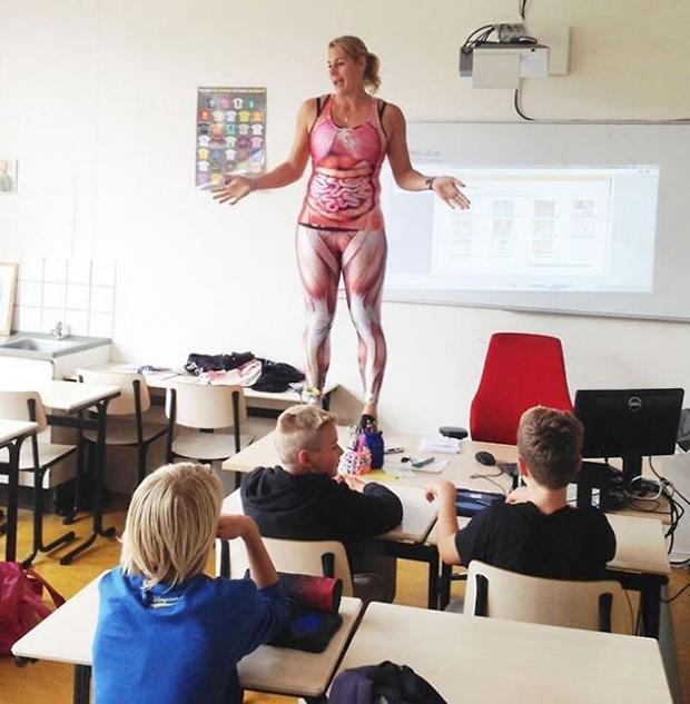 Cô giáo Hà Lan cởi đồ minh họa bài giảng cơ thể người - 2