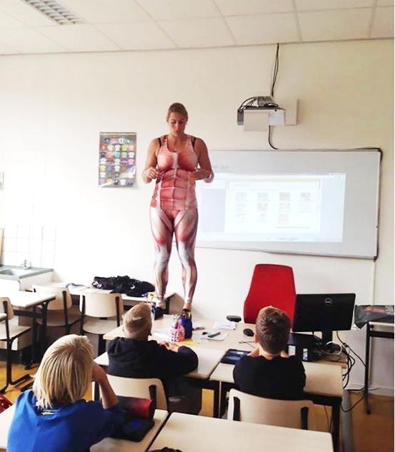 Cô giáo Hà Lan cởi đồ minh họa bài giảng cơ thể người - 3