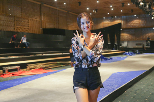 Sau đăng quang, Hương Ly đã tất bật chạy show - 1
