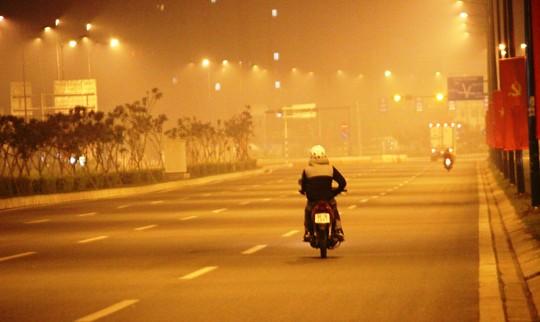 Lại khốn khổ với sương mù độc hại bao trùm TPHCM - 1