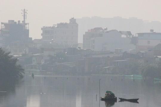Lại khốn khổ với sương mù độc hại bao trùm TPHCM - 2