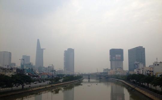 Lại khốn khổ với sương mù độc hại bao trùm TPHCM - 3