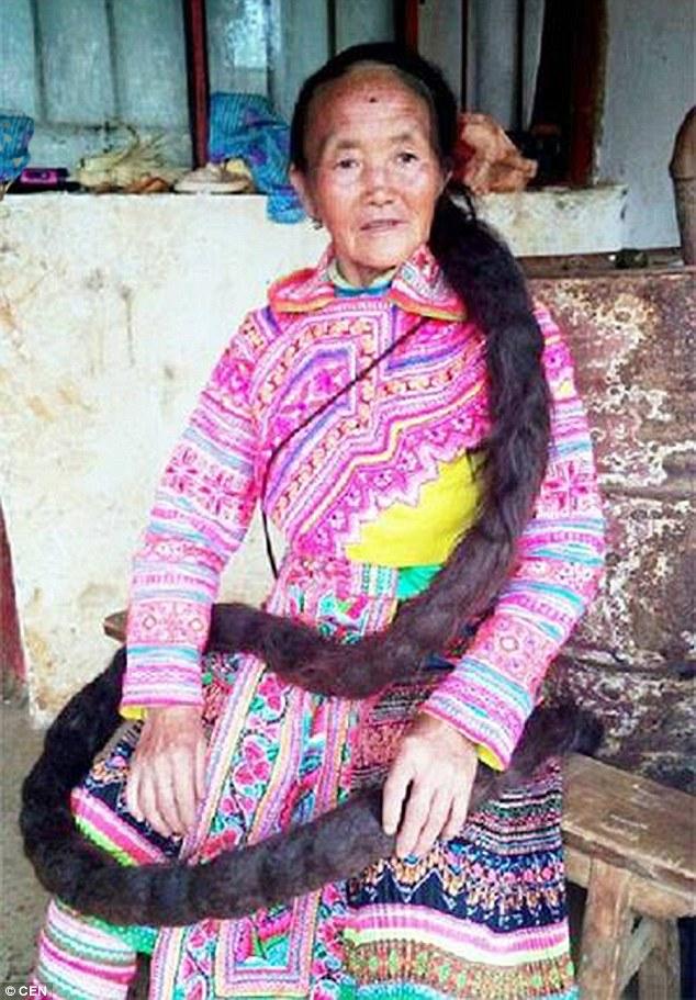 Người phụ nữ có mái tóc dài 2,5m - 1