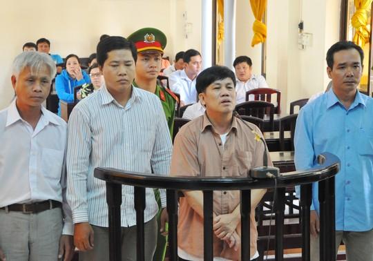 Lãnh 15 năm tù, bị cáo cảm ơn HĐXX - 2