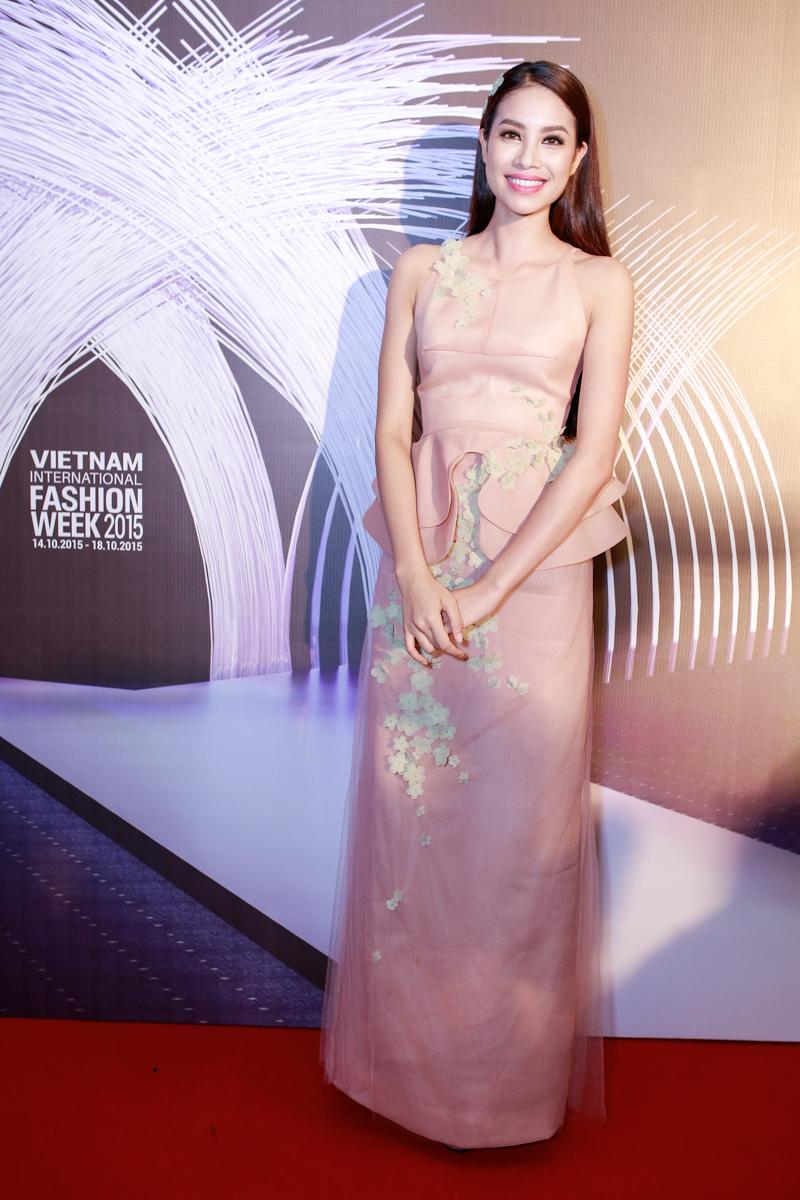 Angela Phương Trinh, Tóc Tiên đọ sức hút trên thảm đỏ - 3