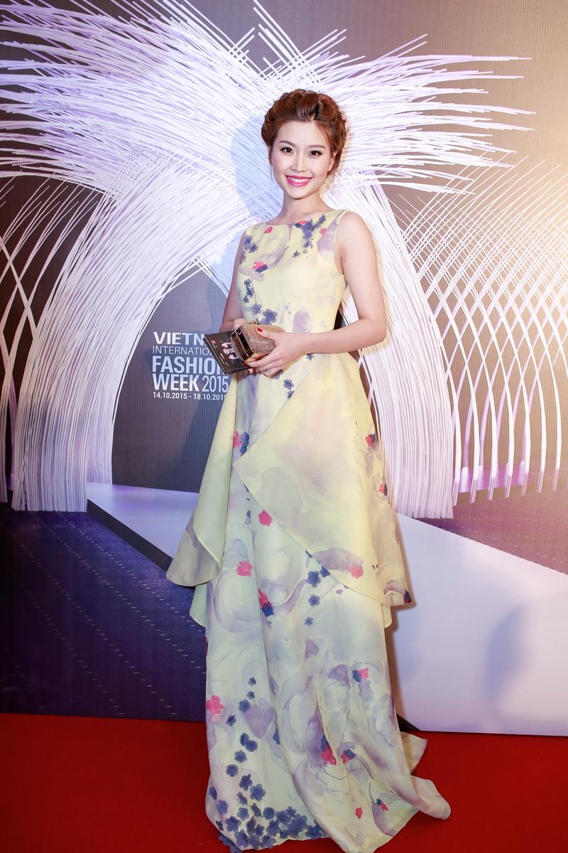 Angela Phương Trinh, Tóc Tiên đọ sức hút trên thảm đỏ - 11