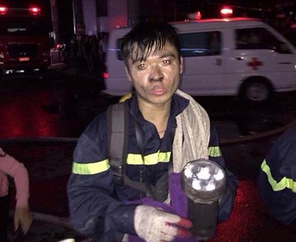 Chuyện người lính trẻ giải cứu 50 người trong đám cháy - 1