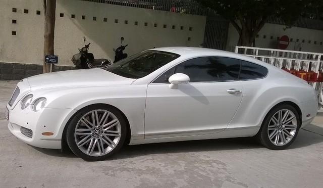 """Đà Nẵng: Tạm giữ """"siêu xe"""" Bentley nghi nhập lậu - 1"""
