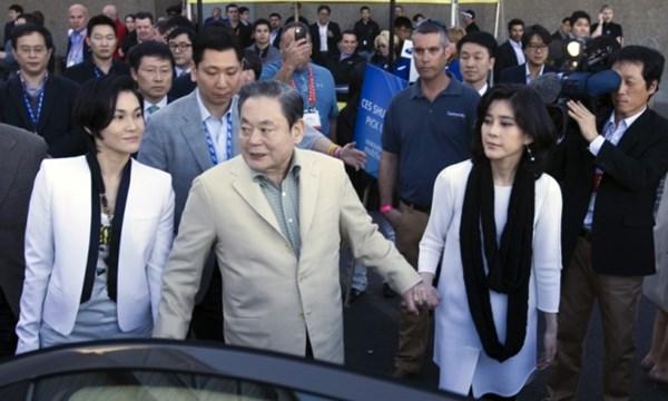 """Gia đình giàu nhất châu Á """"ôm thêm"""" hàng tỉ USD - 1"""