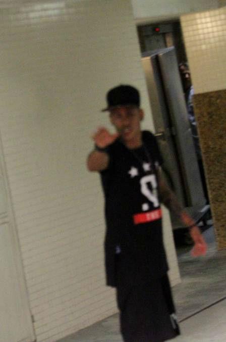 """Nổi nóng, Neymar suýt """"tẩn"""" cánh săn ảnh - 1"""