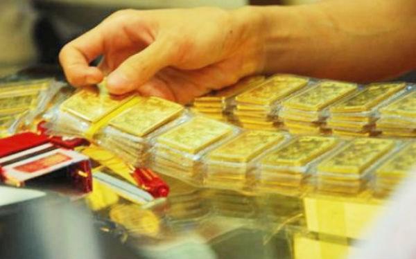 """Giá vàng tiếp tục """"bốc hỏa"""", USD hạ nhiệt - 1"""
