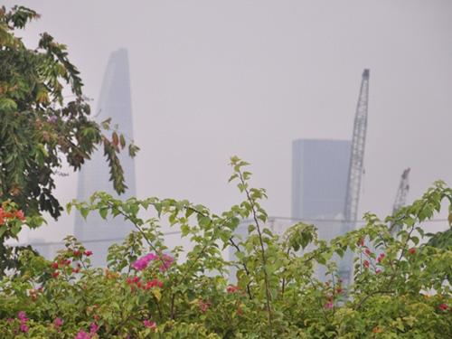 Gần trưa, Sài Gòn vẫn ẩn hiện trong sương mù - 3
