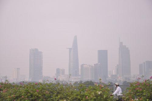 Gần trưa, Sài Gòn vẫn ẩn hiện trong sương mù - 7