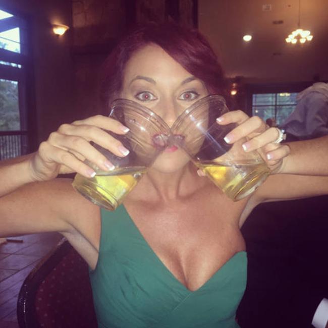 Em uống một lúc 2 cốc luôn nè.