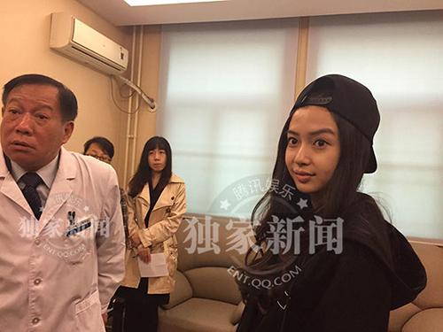 """Angelababy tới bệnh viện giám định """"không dao kéo"""" - 2"""