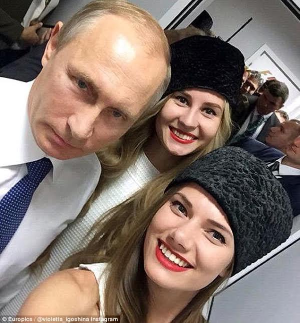 """TT Putin chụp ảnh """"tự sướng"""" với người mẫu xe đua - 2"""