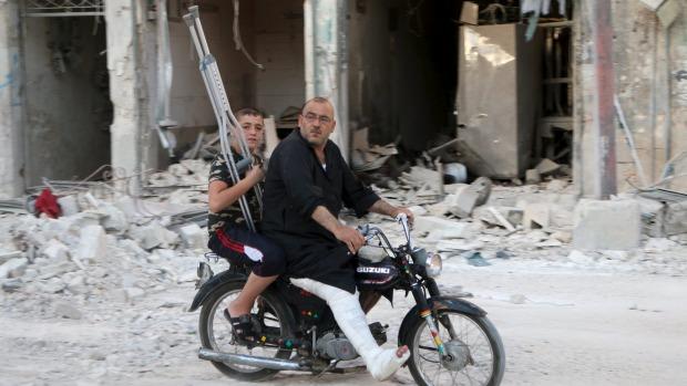 Ảnh: Cảnh thanh bình hiếm hoi trong đổ nát ở thủ đô Syria - 1