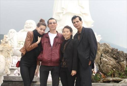 Chân dung đại gia đình sành điệu của Hà Hồ - 1