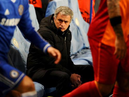 "Mourinho: ""Người cô đơn"" giữa trời Premier League - 2"