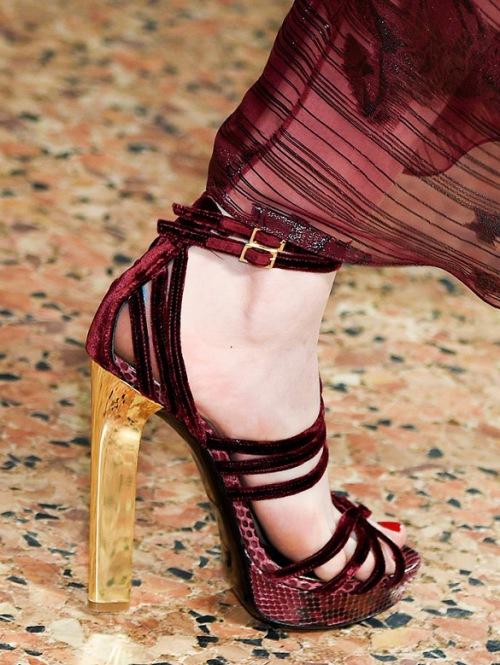 Thu này, hãy chiều đôi chân bằng giày nhung! - 4