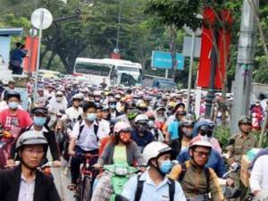 Tin tức trong ngày - TP.HCM: Tai nạn chết người, đường từ sân bay về trung tâm tê liệt