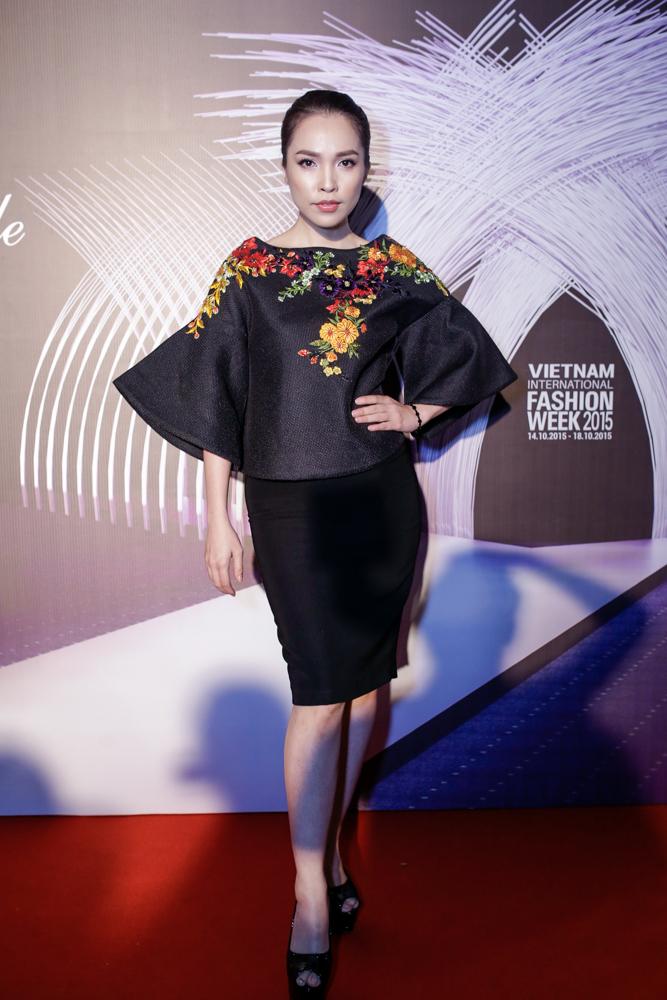 """Helly Tống, Phương Linh """"gây mê"""" với áo dài cách tân - 7"""