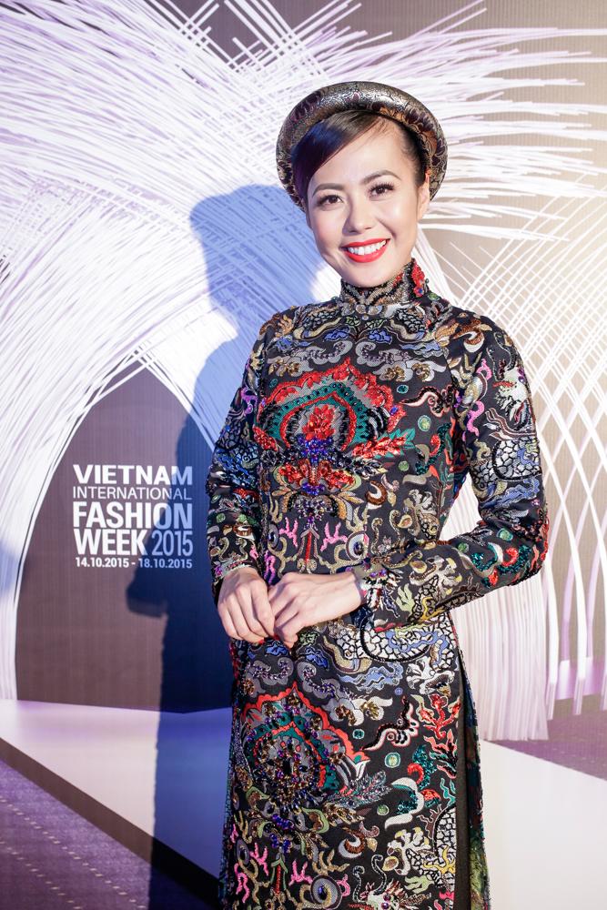 """Helly Tống, Phương Linh """"gây mê"""" với áo dài cách tân - 4"""