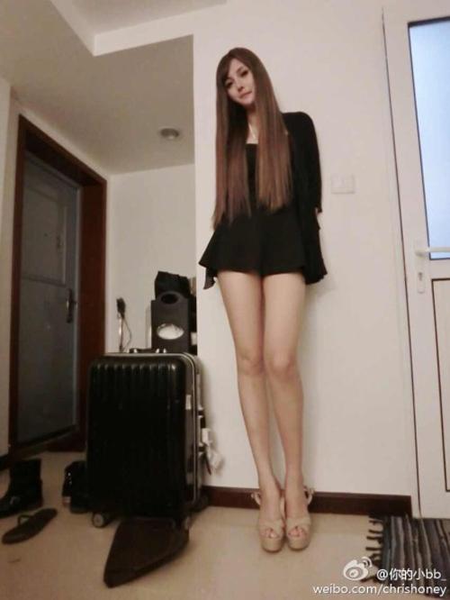 Mỹ nữ xăm mình gợi cảm có cặp chân dài 1m20 - 7
