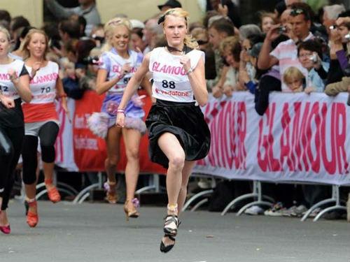 Chạy bằng giày cao gót nhanh nhất thế giới - 1