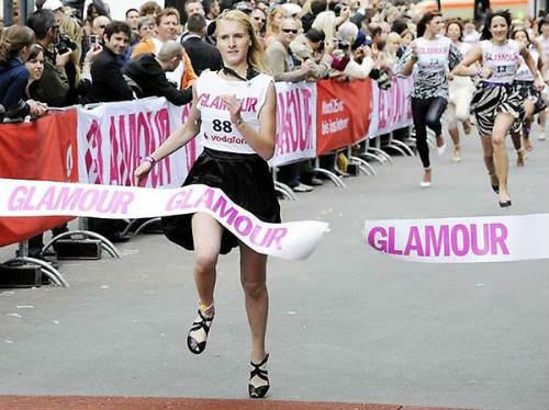 Chạy bằng giày cao gót nhanh nhất thế giới - 3