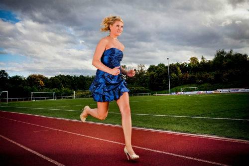 Chạy bằng giày cao gót nhanh nhất thế giới - 4
