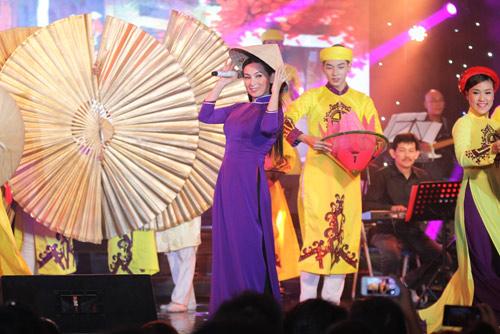 Phi Nhung tổ chức liveshow gây quỹ từ thiện đầu tiên tại Mỹ - 1