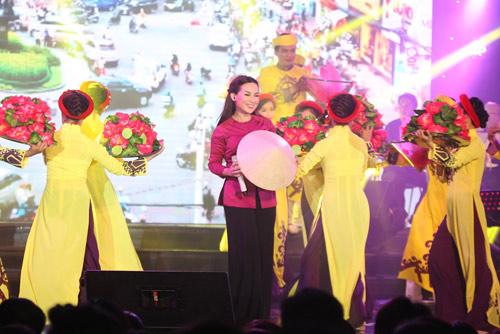 Phi Nhung tổ chức liveshow gây quỹ từ thiện đầu tiên tại Mỹ - 2