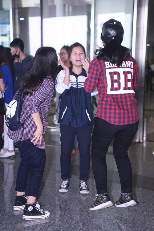 """Fan Việt """"khóc ngất"""" khi được gặp EXO - 11"""
