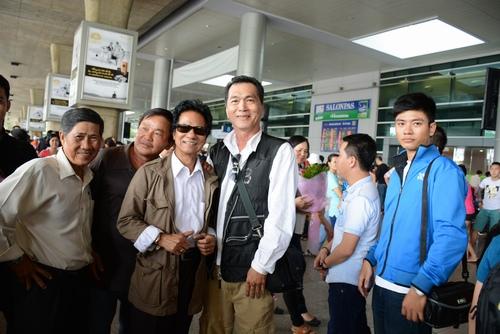 Chế Linh bị fan vây kín khi vừa trở về Sài Gòn - 6