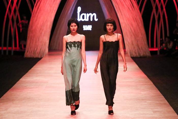 Trầm trồ xem người mẫu Việt bị trói tay đi catwalk - 2