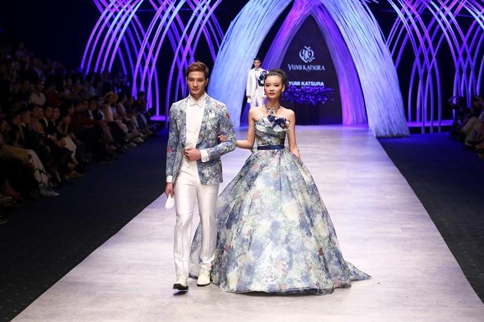 Trầm trồ xem người mẫu Việt bị trói tay đi catwalk - 6