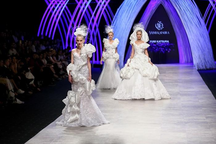 Trầm trồ xem người mẫu Việt bị trói tay đi catwalk - 9