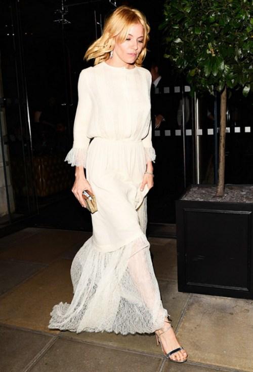 Sức hút tuyệt vời từ những chiếc váy ren trắng - 1