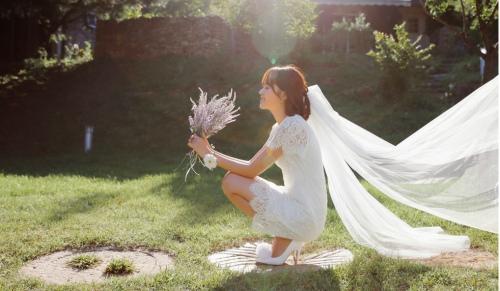 Sức hút tuyệt vời từ những chiếc váy ren trắng - 12