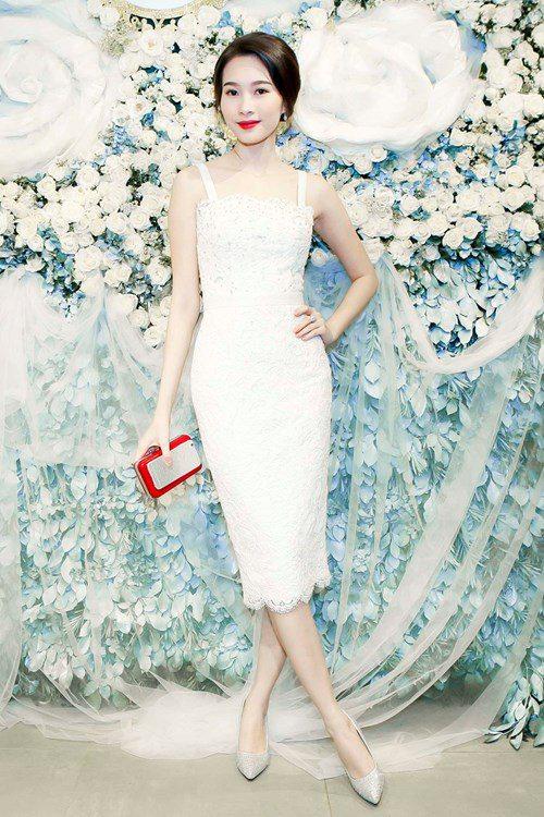 Sức hút tuyệt vời từ những chiếc váy ren trắng - 6