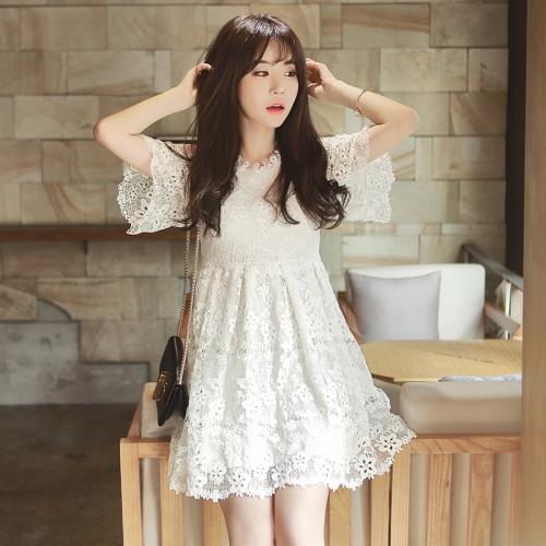 Sức hút tuyệt vời từ những chiếc váy ren trắng - 2