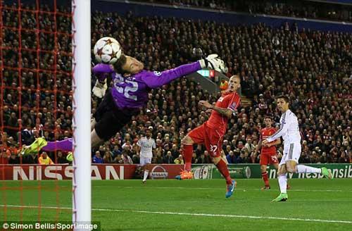 Ronaldo lập tuyệt phẩm, CĐV Liverpool ca tụng - 1