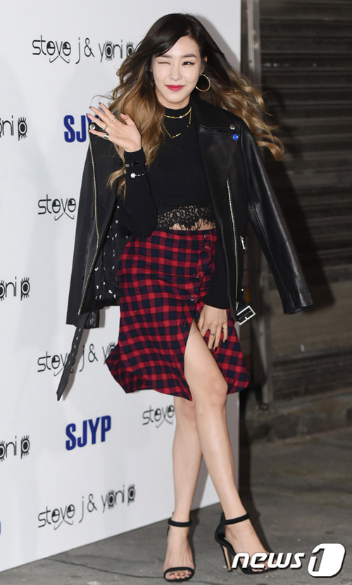 """Mỹ nữ khoe lưng, """"giấu quần"""" ở tuần thời trang Seoul - 1"""