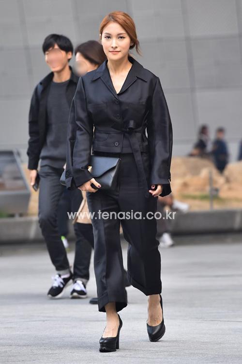 """Mỹ nữ khoe lưng, """"giấu quần"""" ở tuần thời trang Seoul - 11"""