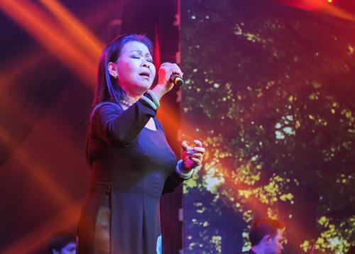 Khánh Ly xúc động khi hát tại quê hương chồng quá cố - 4