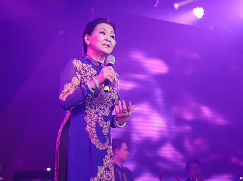 Khánh Ly xúc động khi hát tại quê hương chồng quá cố - 7